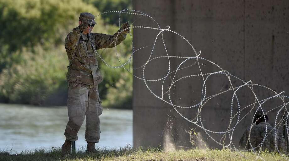 The U.S. military installs barbed concertina wire along the banks of the Rio Grande on Friday, Nov. 16, 2018 as they reinforce the border and ports of entry in Laredo, Texas. Photo: Danny Zaragoza/Laredo Morning Times