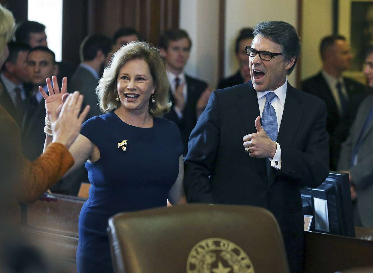 Governor Rick Perryand Anita Perry react enthusiastically to applause before he gives his farewell address to a joint session of the Legislature held on the floor of the House of Representative in Austin on January 15, 2015.