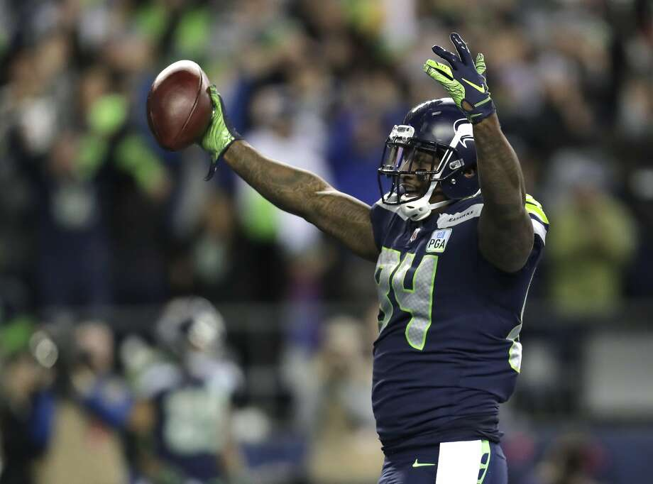 Seattle Seahawks tight end Ed Dickson celebrates after he scored a touchdown against the Green Bay Packers during the second half of an NFL football game, Thursday, Nov. 15, 2018, in Seattle. (AP Photo/Stephen Brashear) Photo: Stephen Brashear / Associated Press