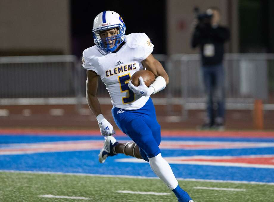 Clemens RB Jaray Patterson breaks off on a long touchdown run during the Buffaloes' 28-14 first-round loss at Austin Westlake. Photo: Paul Brick /For The Austin American-Statesman