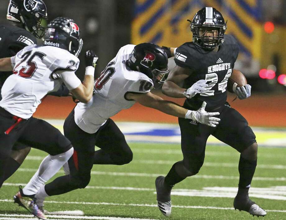 Knight running back De'Quavion Thomas breaks to the outside in the first quarter as Steele hosts Bowie in first round playoff action at Lehnhoff Stadium on November 16, 2018. Photo: Tom Reel, Staff / Staff Photographer / 2017 SAN ANTONIO EXPRESS-NEWS