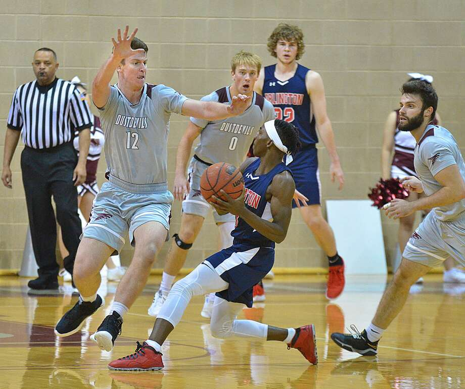 Tom Higgins, left, had a career-high 16 points while Brent Finn had 12 and Danny Spinuzza 15 in a 57-54 loss at St. Mary's on Thursday night to begin Heartland Conference play. Photo: Cuate Santos /Laredo Morning Times File / Laredo Morning Times