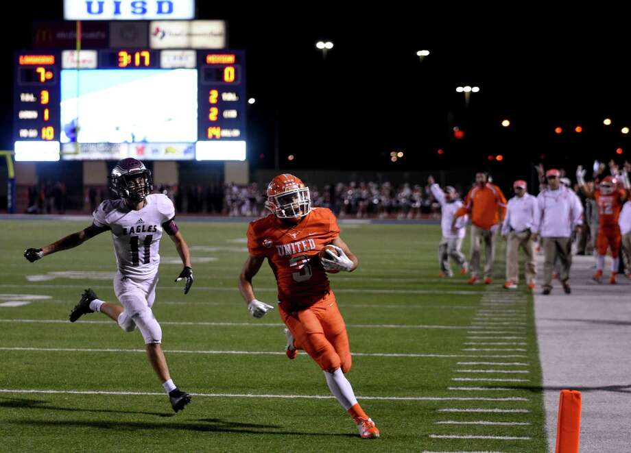 Jerry Gonzalez rushed 24 times for 165 yards and two touchdowns Friday at the SAC leading United to a 31-28 victory over Mission to open the playoffs. Gonzalez reached triple figures for the fifth straight game and the 10th time this season. Photo: Danny Zaragoza /Laredo Morning Times