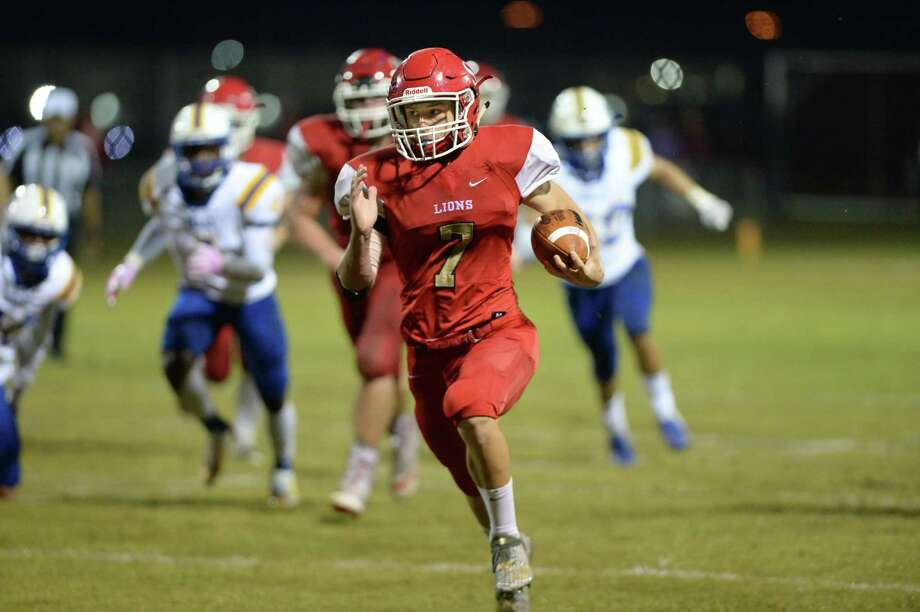 Jake Williams (7) of St. John XXIII rushes for a touchdown in the first quarter of a high school football game between the St. John XXIII Lions and the Beaumont Kelly Bulldogs on Friday, October 19, 2018 at St. John XXIII, Katy, TX. Photo: Craig Moseley, Houston Chronicle / Staff Photographer / ©2018 Houston Chronicle