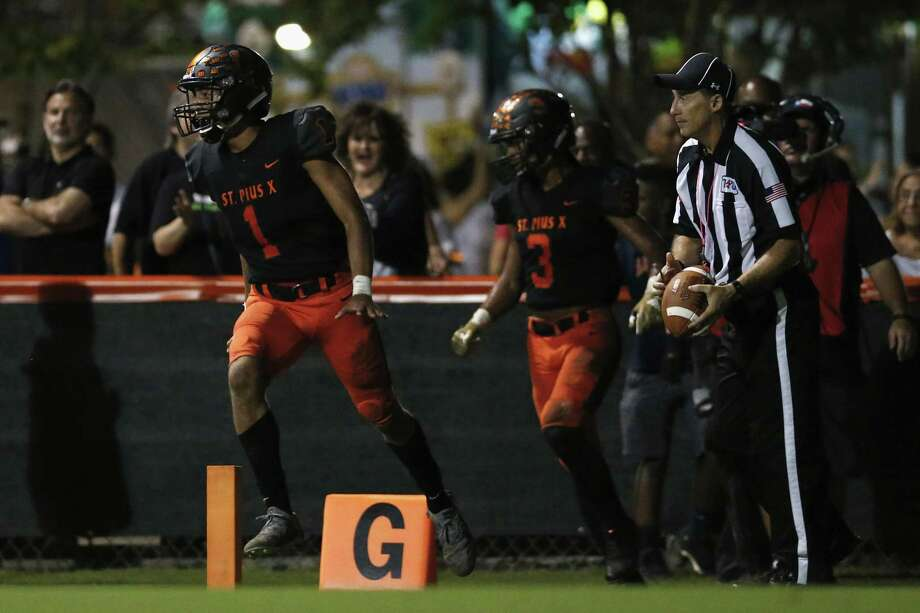St. Pius X Trenton Waggoner (1) celebrates after a touchdown in the second quarter during the high school football game between the Bishop Dunne Falcons and the St. Pius X Panthers at Kubiak Stadium in Houston, TX on Friday, October 5, 2018. Photo: Tim Warner, Houston Chronicle / Contributor / ©Houston Chronicle