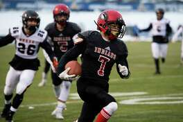 Glens Falls sophomore running back Aalijah Sampson (7) runs the ball during the Class B semifinal game against Marlboro at Middletown High School in Middletown, New York, on Saturday, Nov. 17, 2018. Glens Falls defeated Marlboro 48-28 to advance to the state championship game. (Ben Moffat/Special to the Times Union)