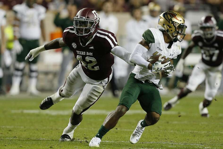 COLLEGE STATION, TEXAS - NOVEMBER 17: Andre Wilson #3 of the UAB Blazers avoids the tackle attempt by Otaro Alaka #42 of the Texas A&M Aggies in the second quarter at Kyle Field on November 17, 2018 in College Station, Texas. (Photo by Bob Levey/Getty Images)