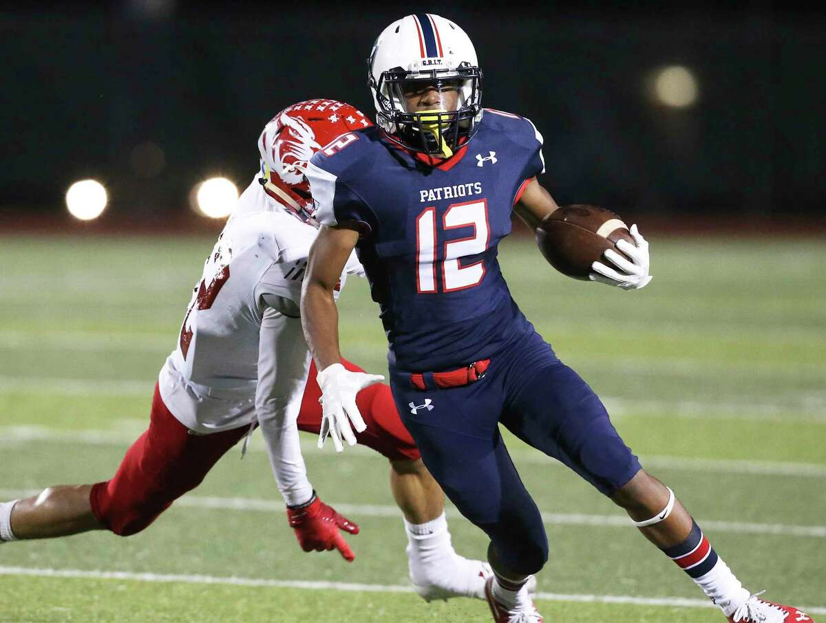 Patriot receiver Darius Guess evades a tackler as Veterans Memorial hosts Laredo Martin in first round playoff action at Rutledge Stadium on November 17, 2018.