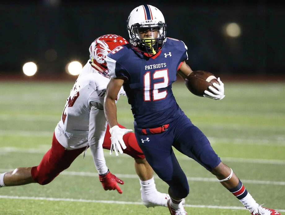 Patriot receiver Darius Guess evades a tackler as Veterans Memorial hosts Laredo Martin in first round playoff action at Rutledge Stadium on November 17, 2018. Photo: Tom Reel, Staff / Staff Photographer / 2017 SAN ANTONIO EXPRESS-NEWS
