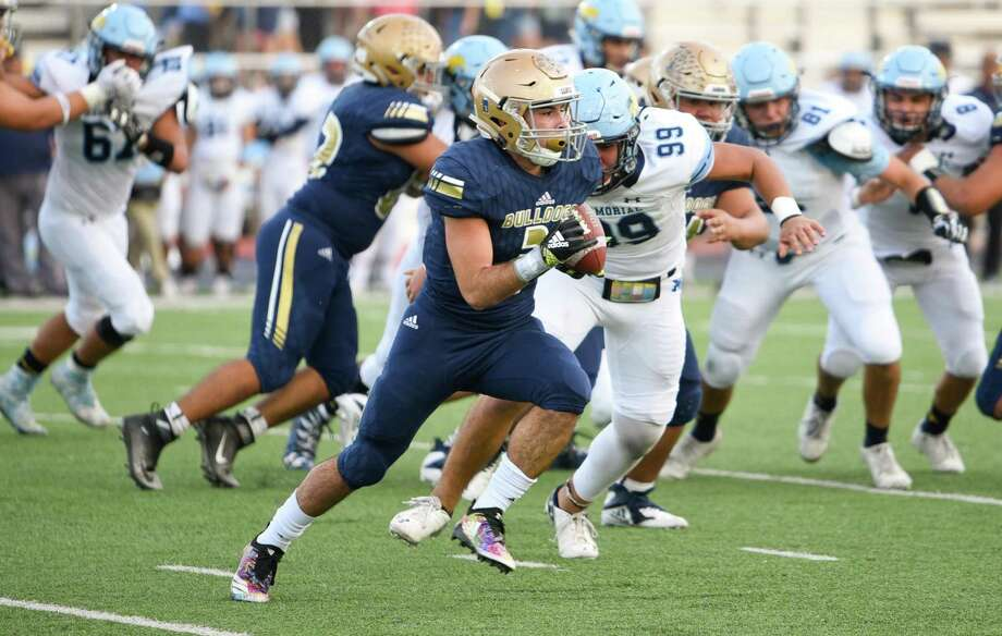 Running back Camilo Pedraz totaled 688 rushing yards, 292 receiving yards and seven total touchdowns as a junior in 2018. Photo: Danny Zaragoza /Laredo Morning Times File / Laredo Morning Times