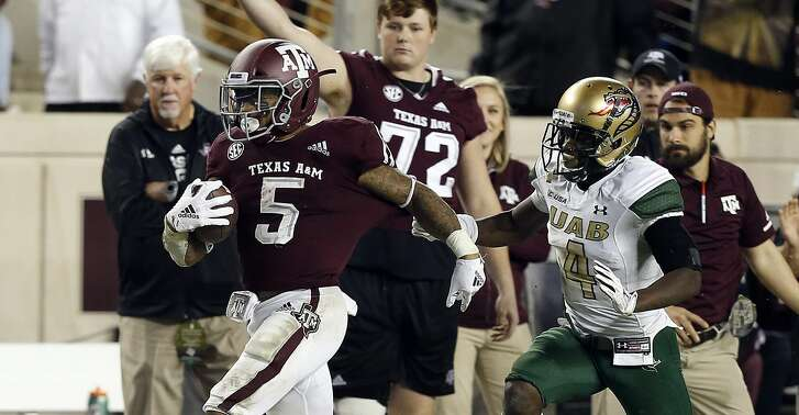 COLLEGE STATION, TEXAS - NOVEMBER 17: Trayveon Williams #5 of the Texas A&M Aggies breaks loose for a long run in the fourth quarter as Starling Thomas V #4 of the UAB Blazers pursues  on the play at Kyle Field on November 17, 2018 in College Station, Texas. (Photo by Bob Levey/Getty Images)
