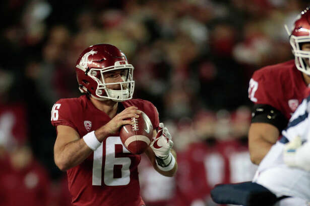 PULLMAN, WA - NOVEMBER 17: Quarterback Gardner Minshew II #16 of the Washington State Cougars drops back to pass against the Arizona Wildcats in the first half at Martin Stadium on November 17, 2018 in Pullman, Washington. (Photo by William Mancebo/Getty Images)