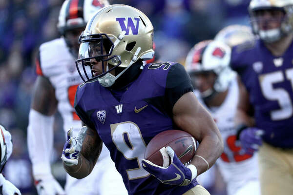 SEATTLE, WA - NOVEMBER 17: Myles Gaskin #9 of the Washington Huskies runs with the ball in the first quarter against the Oregon State Beavers during their game at Husky Stadium on November 17, 2018 in Seattle, Washington. (Photo by Abbie Parr/Getty Images)