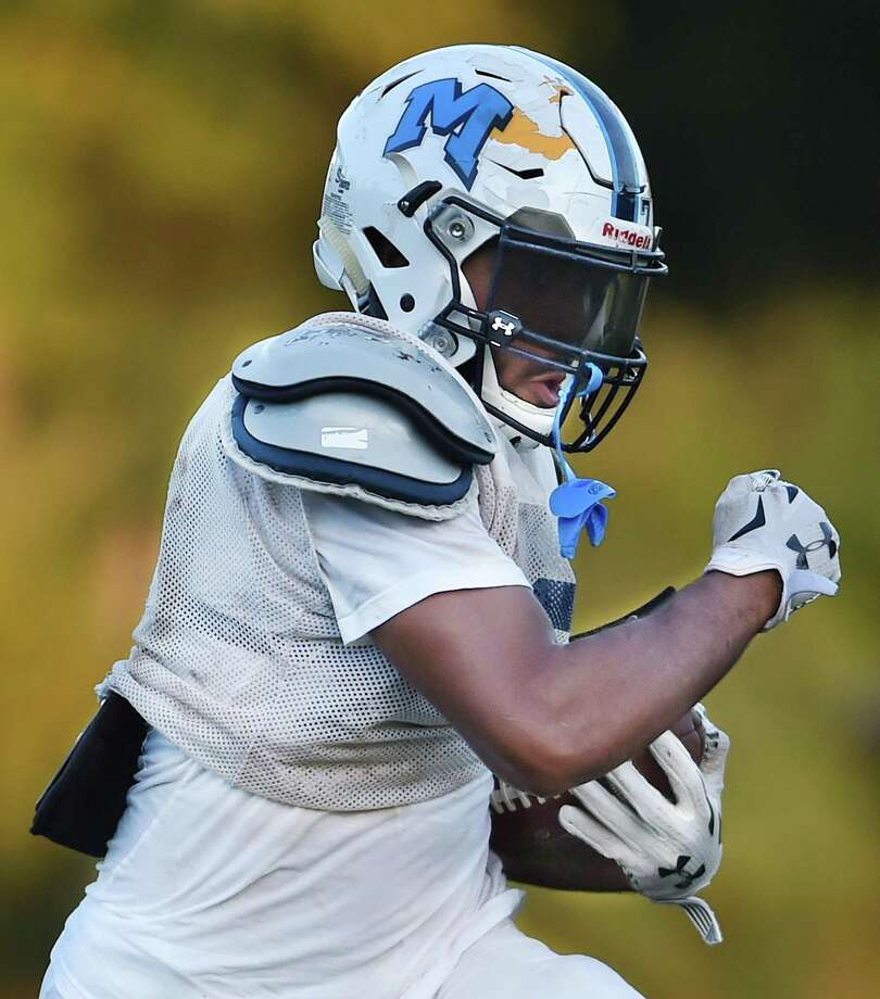 Running back Xzavier Reyes and the Middletown football team takes on Windsor on Wednesday. Photo: Catherine Avalone / Hearst Connecticut Media / New Haven Register