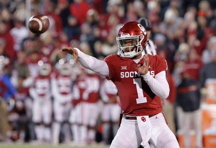 Oklahoma quarterback Kyler Murray (1) passes the ball against Kansas during the first half of an NCAA college football game in Norman, Okla., Saturday, Nov. 17, 2018. (AP Photo/Alonzo Adams)