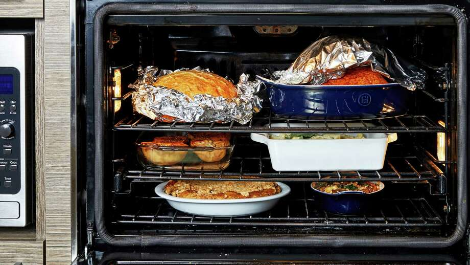 How to manage your oven on Thanksgiving. Photo: Photo By Stacy Zarin Goldberg For The Washington Post. / The Washington Post