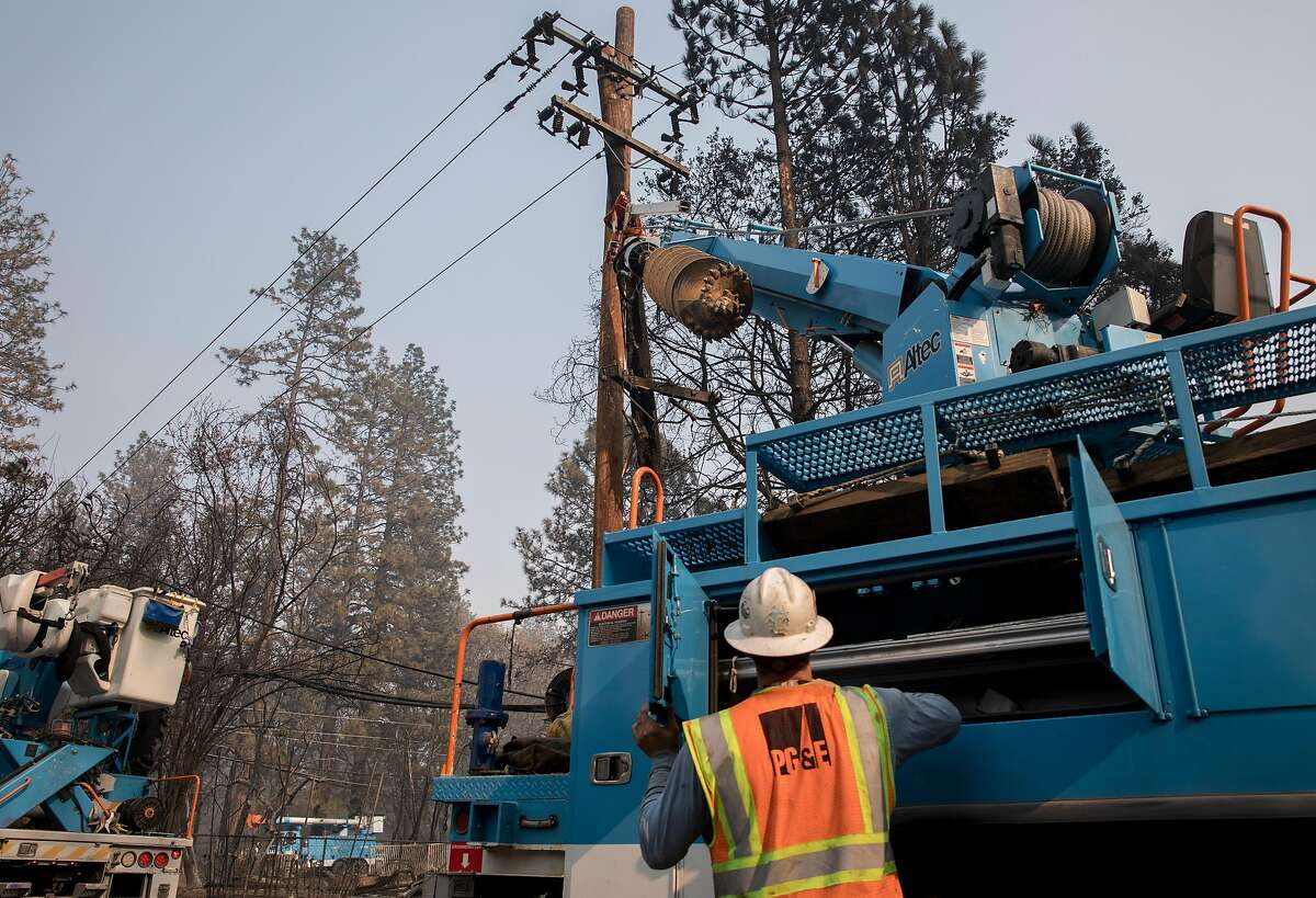 PG&E crews work to clear downed power lines and telephone poles in Paradise on Nov. 17, 2018 after the Camp Fire.