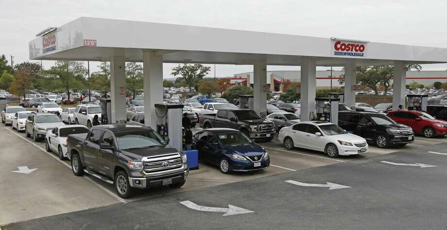 Cars lined up for gas at Costco on UTSA Blvd. Prices have continued to fall and have approached $2 a gallon in San Antonio. Photo: Ronald Cortes /Contributor / / 2018 Ronald Cortes