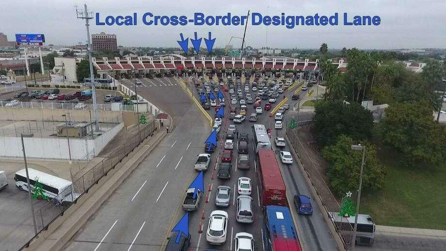 La fotografía muestra los carriles destinados a los viajeros que cruzan diariamente la frontera, los cuales se ubican más hacia el occidente en el Puente Juárez-Lincoln. Esta medida corresponde a una de varias tomadas por CBP para facilitar el tráfico vehicular durante las vacaciones de Acción de Gracias. Photo: Foto De Cortesía /CBP