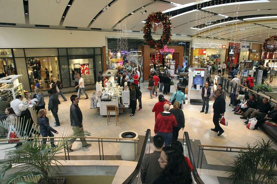 File Photo: San Antonio police responded about 4 p.m. Sunday, Jan 6, 2019, to North Star Mall after they say a man pulled out a firearm. Photo: Tom Reel /San Antonio Express-News