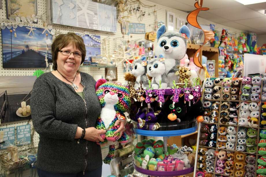 Keepsakes in downtown Caseville will have a variety of sales running from 10 a.m. to 7 p.m. Friday and Saturday. Photo: Bradley Massman/Huron Daily Tribune