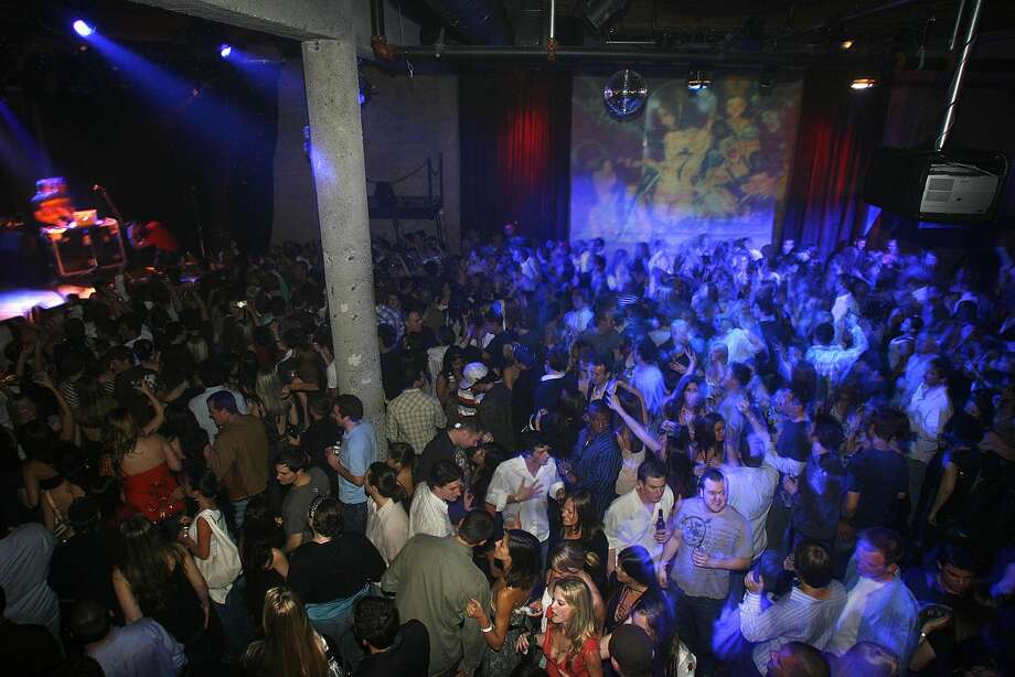 Guests enjoy the beats of DJ AM and drummer Travis Barker at a party at Mezzanine. Photo: Liz Hafalia/sfc