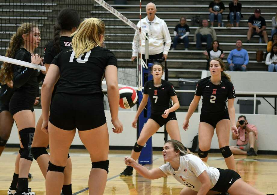 Huffman junior Kenzie Wiggins, bottom, goes to the floor to make a pass against Sweeny during the first set of their UIL Region III Class 6A Area Volleyball Playoff at Phillips Fieldhouse in Pasadena on Nov. 1, 2018. Photo: Jerry Baker, Houston Chronicle / Contributor / Houston Chronicle