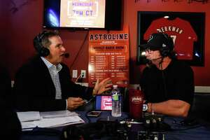Houston Astros first baseman Jeff Bagwell chats with host Steve Sparks during Astroline at Pluckers Wing Bar, Wednesday, January 4, 2017. (Karen Warren /Houston Chronicle)