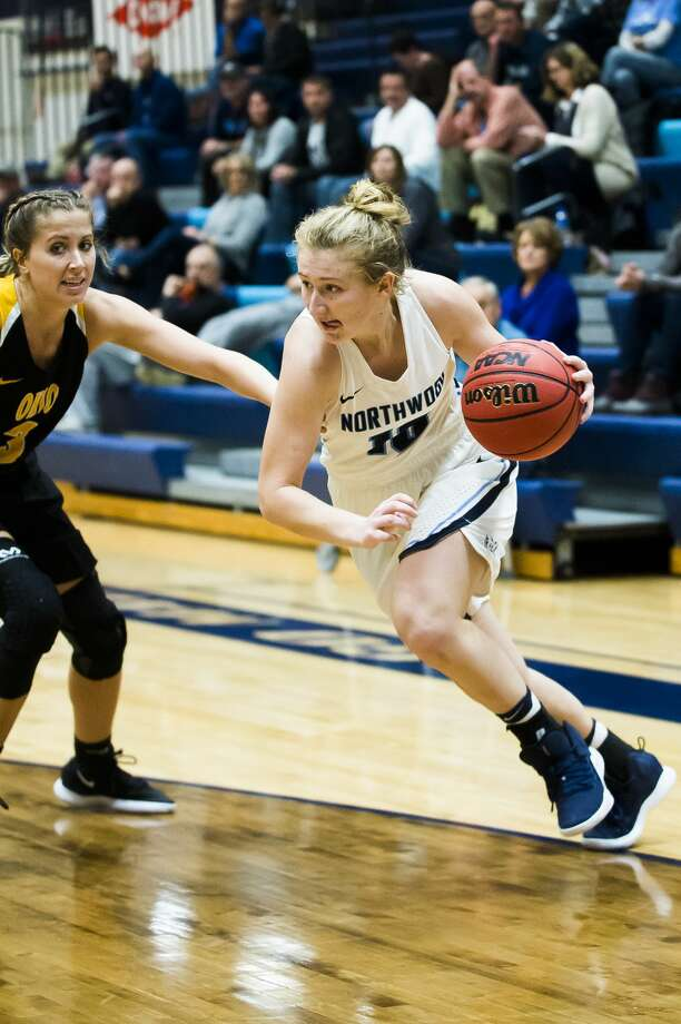 Northwood's Ellie Taylor dribbles toward the basket during the Timberwolves' game against Ohio Dominican on Tuesday, Nov. 20, 2018 at Northwood. (Katy Kildee/kkildee@mdn.net) Photo: (Katy Kildee/kkildee@mdn.net)