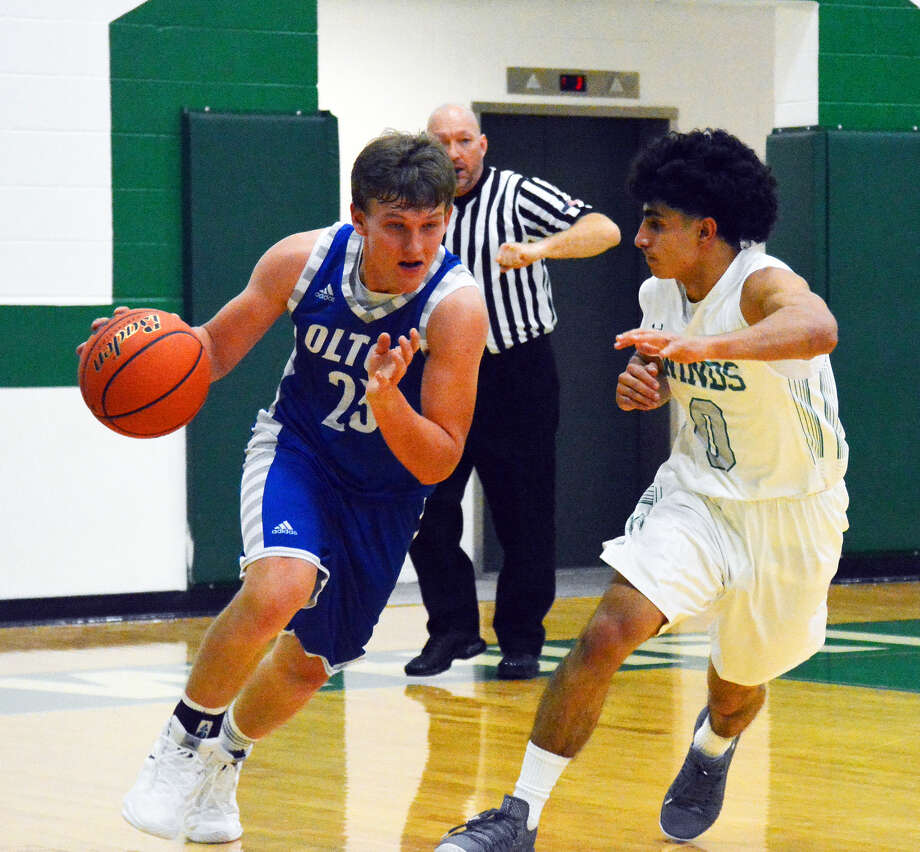 Olton sophomore guard Jack Allcorn drives against Floydada senior guard Jerry Reyes during boys basketball play on Tuesday in Floydada. The Whirlwinds beat the Mustangs, 59-53, for its second win in as many days. Photo: Alexis Cubit/Plainview Herald