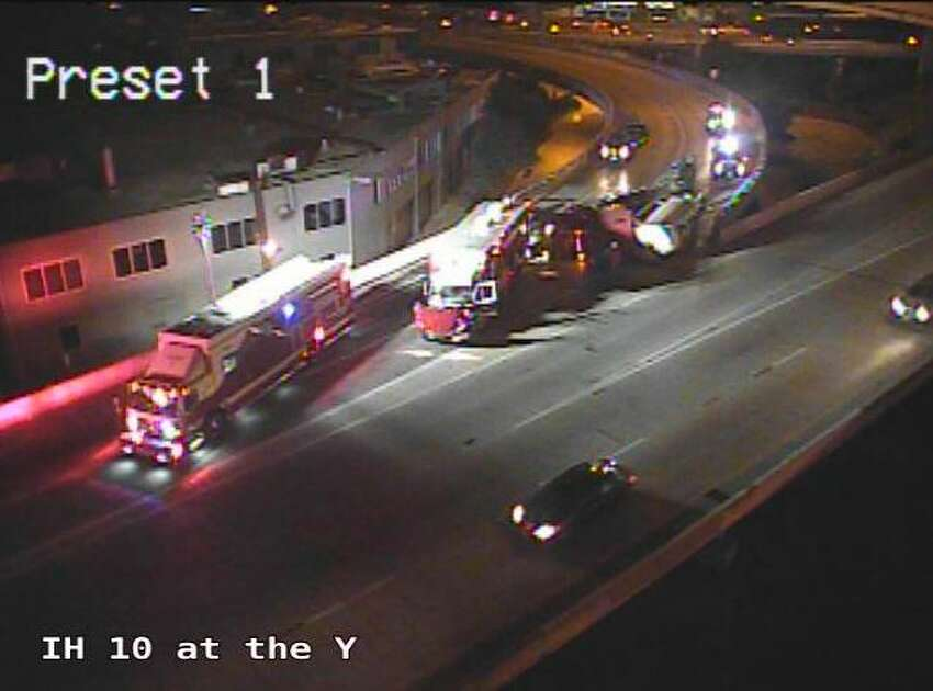 Nov. 21, 2018 San Antonio police confirmed the accident at about 5:30 a.m. on Wednesday. Traffic cameras show crews working to clear the wreckage, though it's unclear how long the exit will be closed.