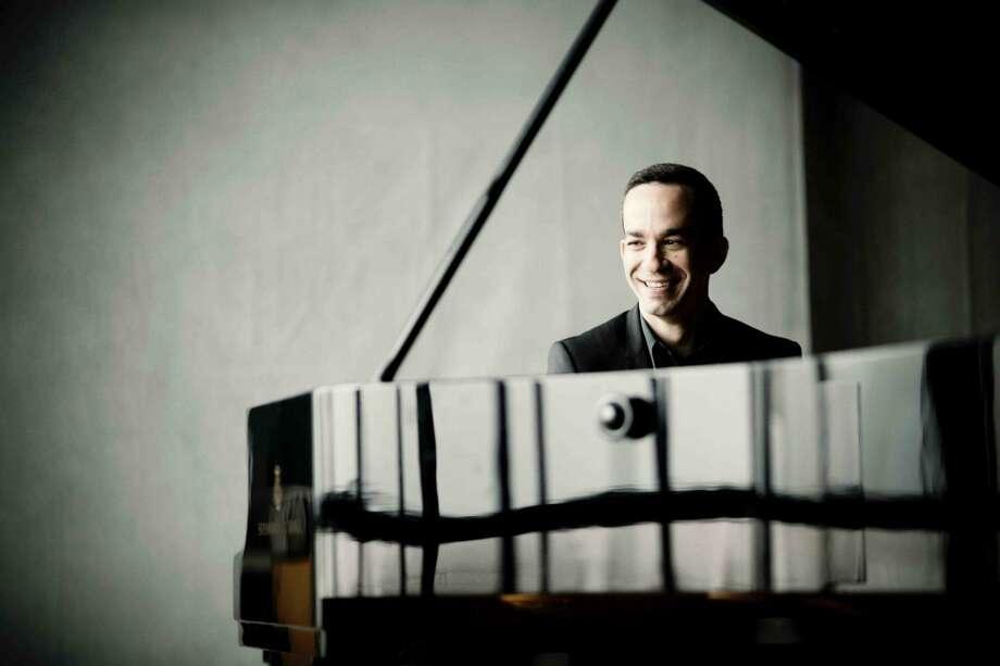 Pianist Inon Barnatan Photo: Marco Borggreve