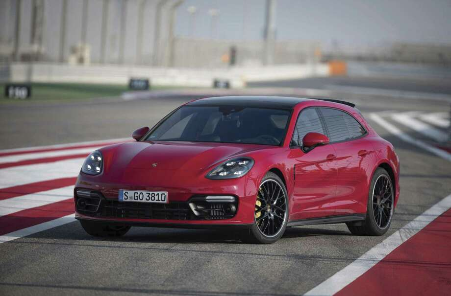 The 2019 Panamera GTS will have standard adaptive air suspension, GTS-tuned suspension management, 8-speed PDK gearbox, LED headlights and four-point daytime running lights.
