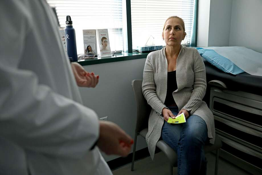 Cessa Marshall, who suffers from migraines, meets with Dr. Nina Riggins, a neurologist at the UCSF Headache Center. Photo: Photos By Yalonda M. James / The Chronicle