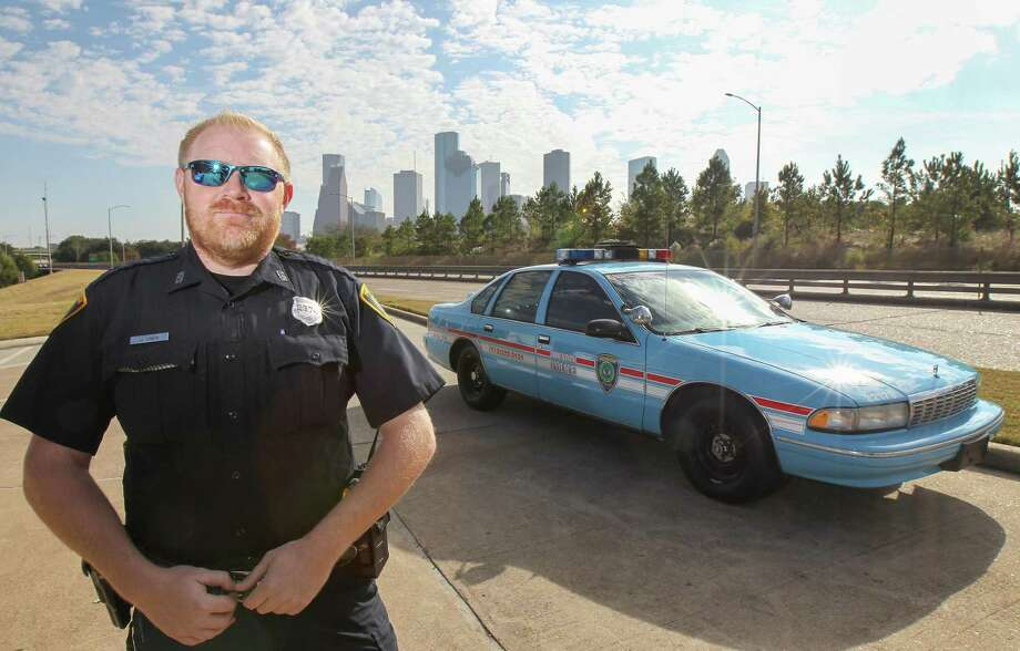 Houston Police Officer Jason Knox poses with his restored 1996 Chevrolet Caprice HPD cruiser and will drive it in the Thanksgiving Day parade Thursday. Photo: Steve Gonzales, Houston Chronicle / Staff Photographer / © 2018 Houston Chronicle