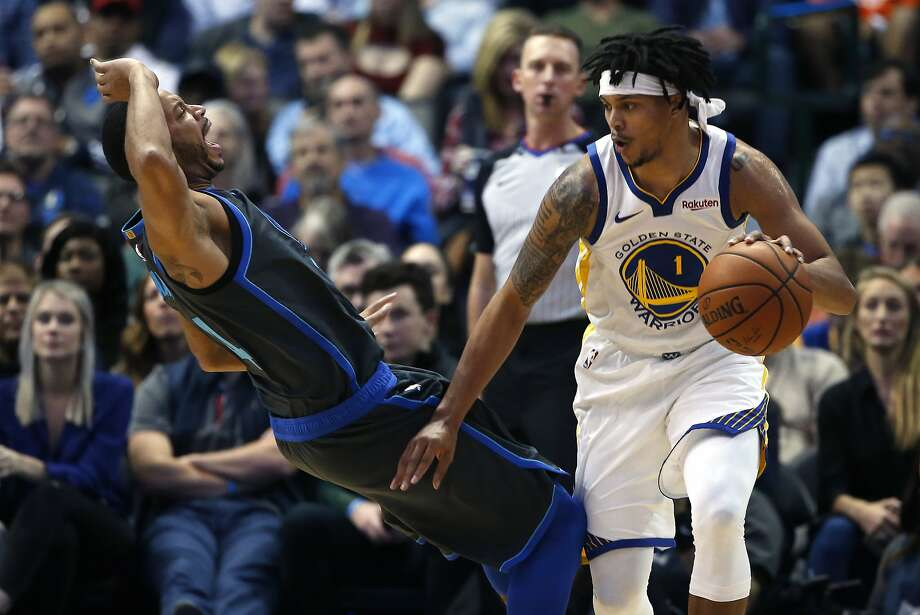 Dallas Mavericks guard Devin Harris, left, reacts after fouling Golden State Warriors guard Damion Lee (1) during the second half of an NBA basketball game, Saturday, Nov. 17, 2018, in Dallas. The Mavericks won 112-109. (AP Photo/Ron Jenkins) Photo: Ron Jenkins / Associated Press