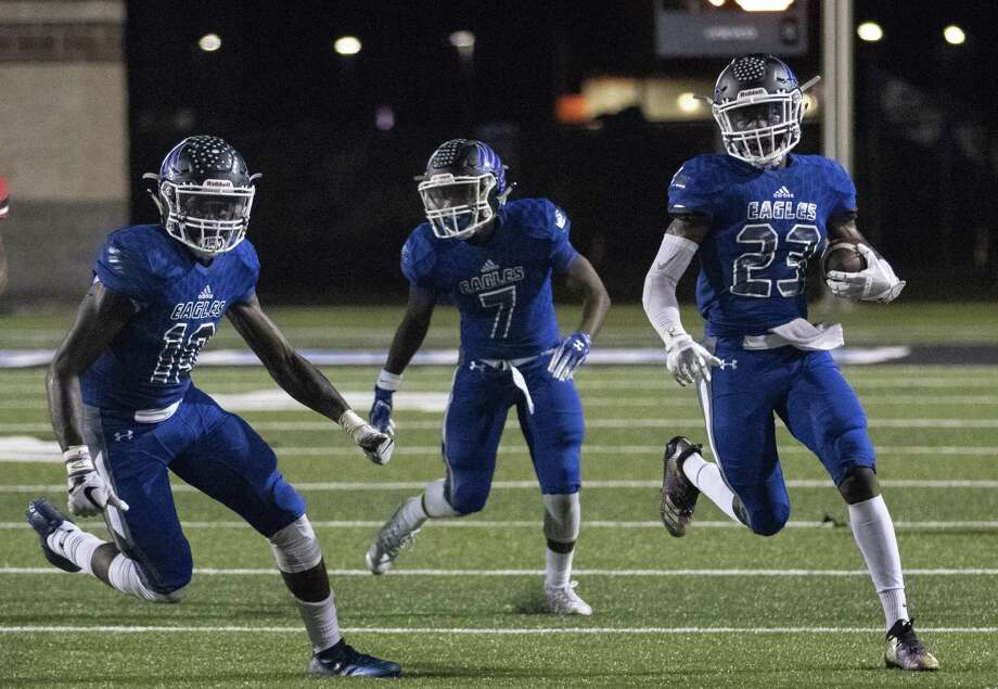 New Caney defensive back/wide receiver Jaylen Neal (23) makes a quick turn around after intercepting a Port Arthur Memorial Titans' pass during a District 9-5A (Div. I) football game Friday, Oct. 12, 2018 at Texan Drive Stadium in New Caney. Photo: Cody Bahn, Houston Chronicle / Staff Photographer / © 2018 Houston Chronicle