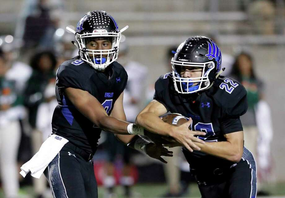 New Caney quarterback Zion Childress (9) hands off to Anthony Robles (22) during the first half of their Region III-5A (Div. I) football game against Ft. Bend Hightower Friday, Nov. 16, 2018 in Porter, TX. Photo: Michael Wyke, Houston Chronicle / Contributor / © 2018 Houston Chronicle