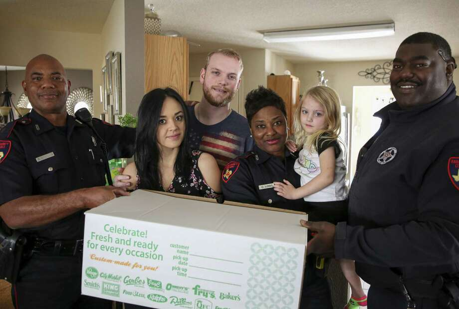 Harris County Precinct 4 Constable deputies Andrew Winston III, left to right, Chaka Long, and Darryl Howard Jr. delivered a Thanksgiving dinner to Chris Gaines, center, his wife, Linda, and daughter, Zoey, Wednesday, Nov. 21, 2018, in Humble, Texas. Gaines, a Precinct 4 Constable deputy, was injured on the line of duty in April and has yet returned to work. Precinct 4 Constable deputies delivered approximately 40- 50 dinners to families. Photo: Godofredo A. Vasquez, Houston Chronicle / Staff Photographer / 2018 Houston Chronicle