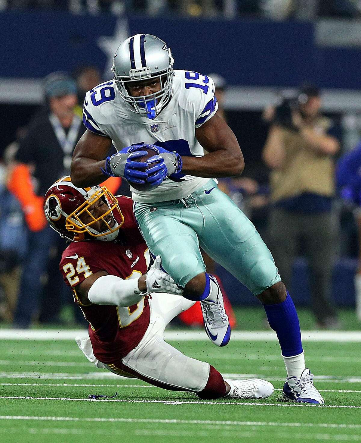ARLINGTON, TEXAS - NOVEMBER 22: Josh Norman #24 of the Washington Redskins tries to stop Amari Cooper #19 of the Dallas Cowboys in the first quarter of a football game at AT&T Stadium on November 22, 2018 in Arlington, Texas. (Photo by Richard Rodriguez/Getty Images)