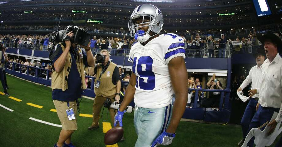 4cd3f5dca Dallas Cowboys wide receiver Amari Cooper (19) after scoring a touchdown  against the Washington