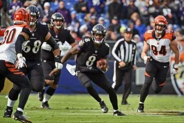 Baltimore Ravens quarterback Lamar Jackson (8) runs for 21 yards against  the Cincinnati Bengals in the first quarter on Sunday fb7421567