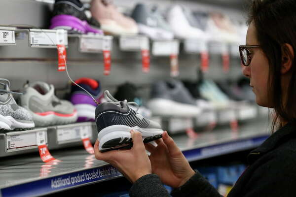 Despite online deals, plenty still head to malls for Black