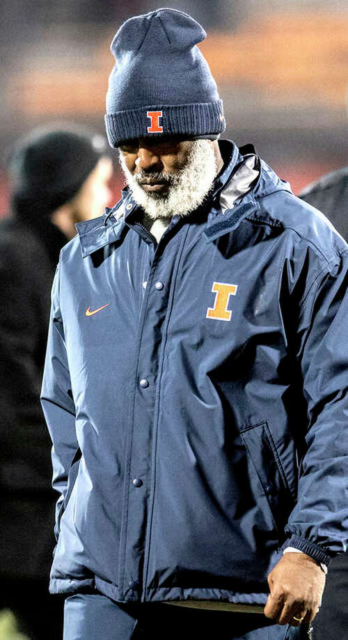Illinois head coach Lovie Smith leaves the field after his team was defeated 63-0 by Iowa last week in Champaign. Photo: AP Photo