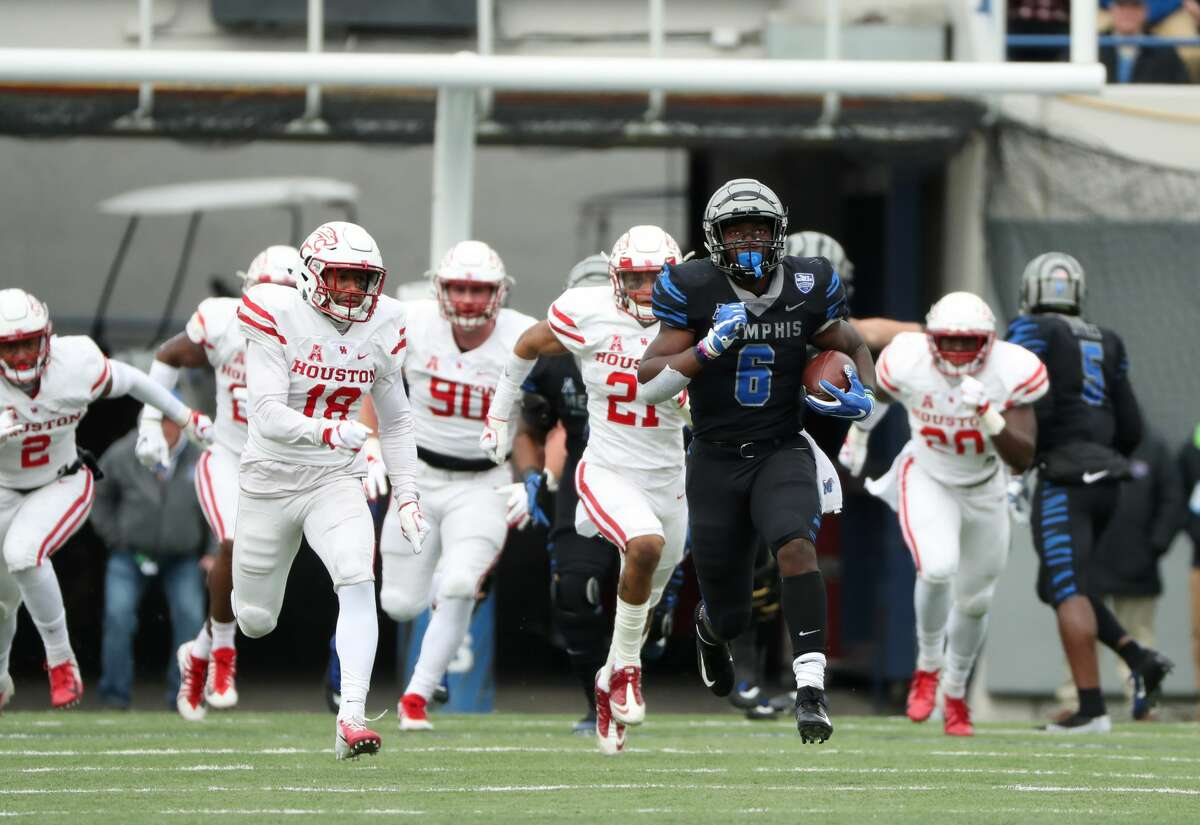 MEMPHIS, TN - NOVEMBER 23: Patrick Taylor Jr. #6 of the Memphis Tigers runs against the Houston Cougars during the first half on November 23, 2018 at Liberty Bowl Memorial Stadium in Memphis, Tennessee. (Photo by Joe Murphy/Getty Images)