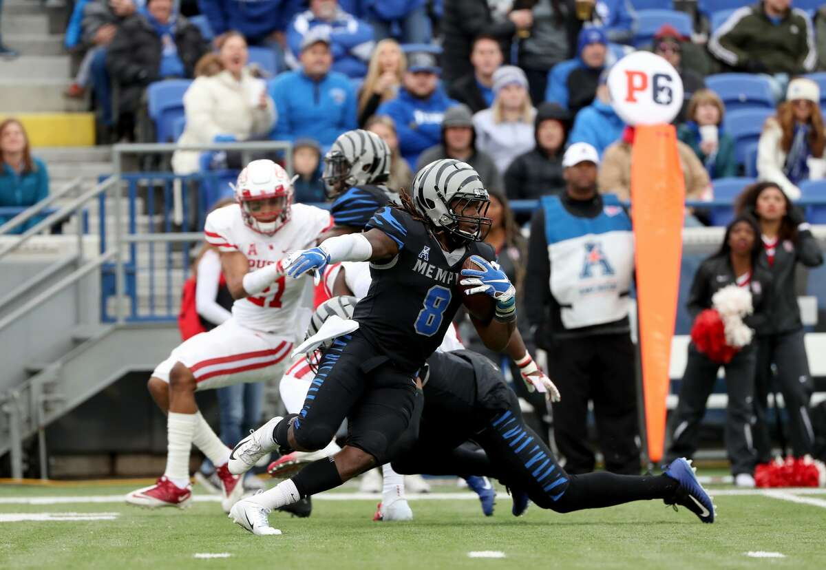MEMPHIS, TN - NOVEMBER 23: Darrell Henderson #8 of the Memphis Tigers runs with the ball against the Houston Cougars during the first half on November 23, 2018 at Liberty Bowl Memorial Stadium in Memphis, Tennessee. (Photo by Joe Murphy/Getty Images)