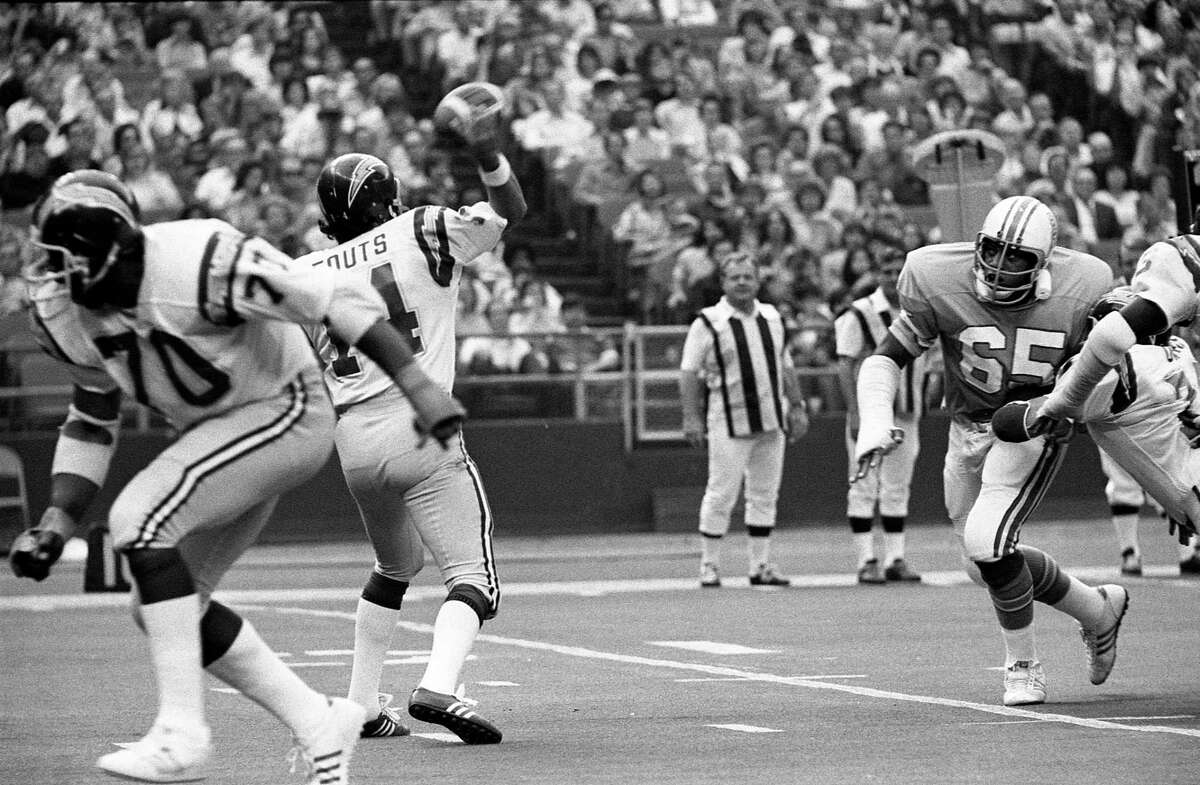Houston Oilers Elvin Bethea (67) comes in to pressure Chargers quarterback Dan Fouts (14) in the Astrodome in 1975.