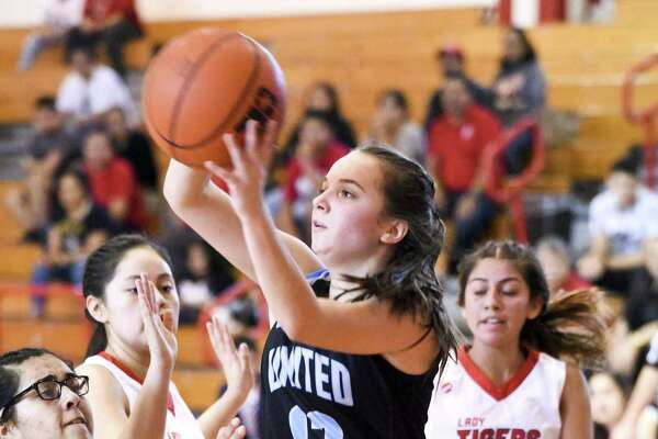Cassie Manrique and United South picked up a 50-25 victory on Friday afternoon at Martin, improving to 9-5 this season.