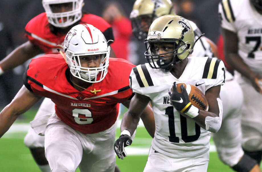 Nederland's Josh Mazyck cuts through the Marshall defense as the Bulldogs march downfield during Friday's Class 5A Area Round playoff game with the Mavericks in Houston. (Mike Tobias/The Enterprise) Photo: Mike Tobias