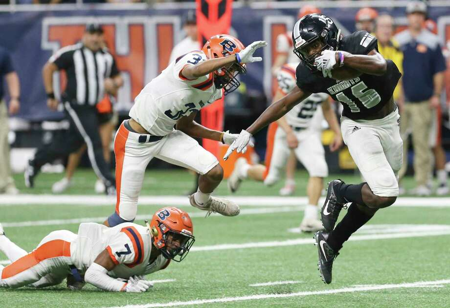 Steele's Daniel Jackson (16) evades a tackle by Brandeis' Frank Wilson, IV (07) and Brett Marthis (03) to score a touchdown in the fourth quarter in the 6A Div. II, Region IV football playoff game at the Alamodome on Friday, Nov. 23, 2018. Broncos defeated the Knights, 31-16, to move on in the playoffs. (Kin Man Hui/San Antonio Express-News) Photo: Kin Man Hui, Staff Photographer / San Antonio Express-News / ©2018 San Antonio Express-News